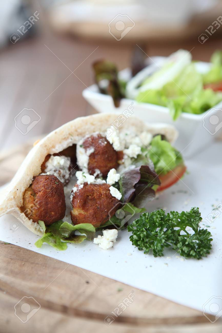 Falafel in a Pita Stock Photo - 26967714