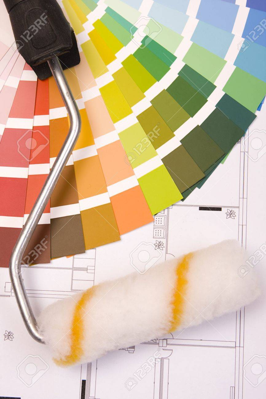Color samples for selection and a a painter�s roll with house plan on background Stock Photo - 6689550
