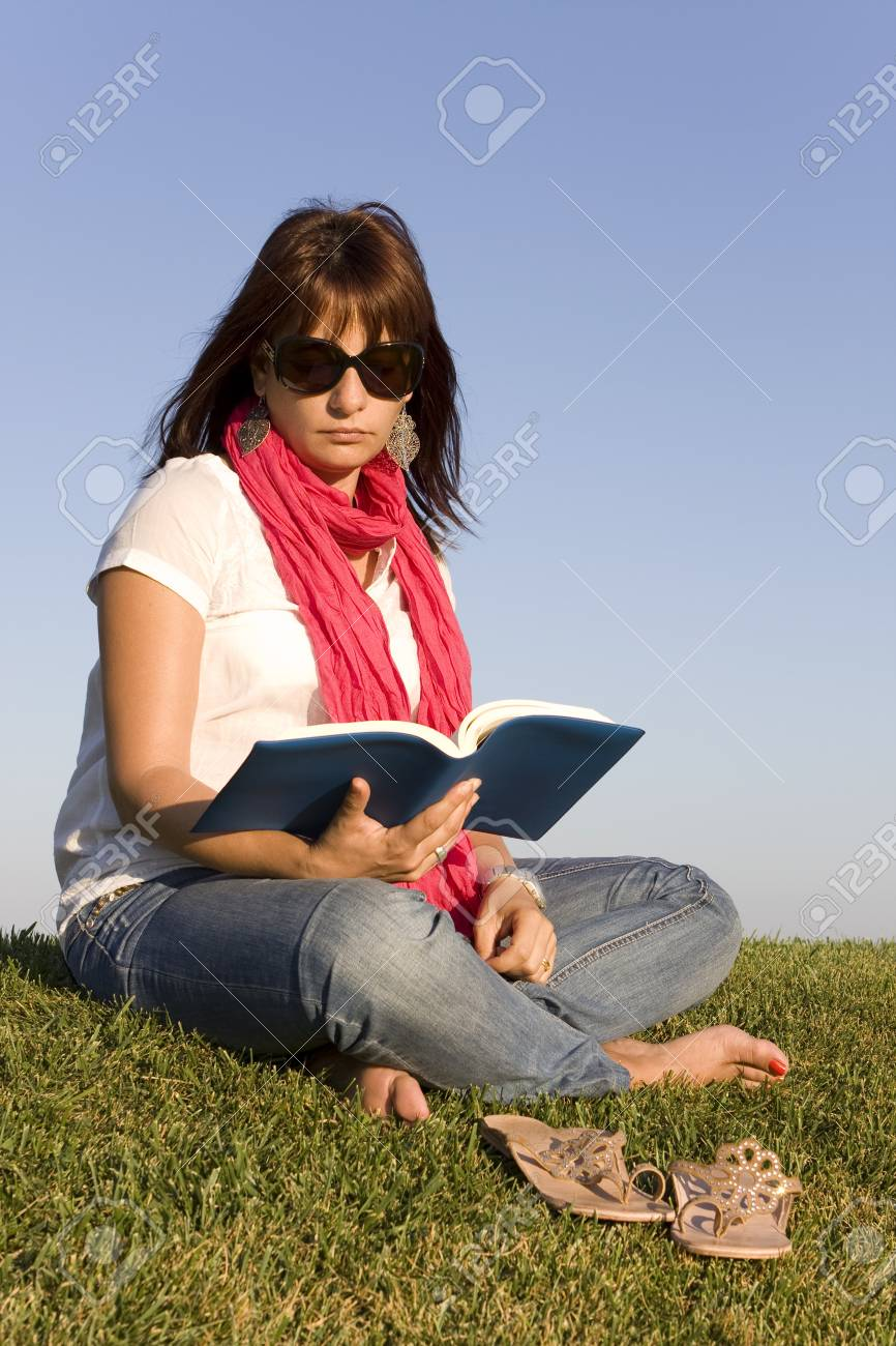 Beautiful woman reading a book on the park Stock Photo - 10930689