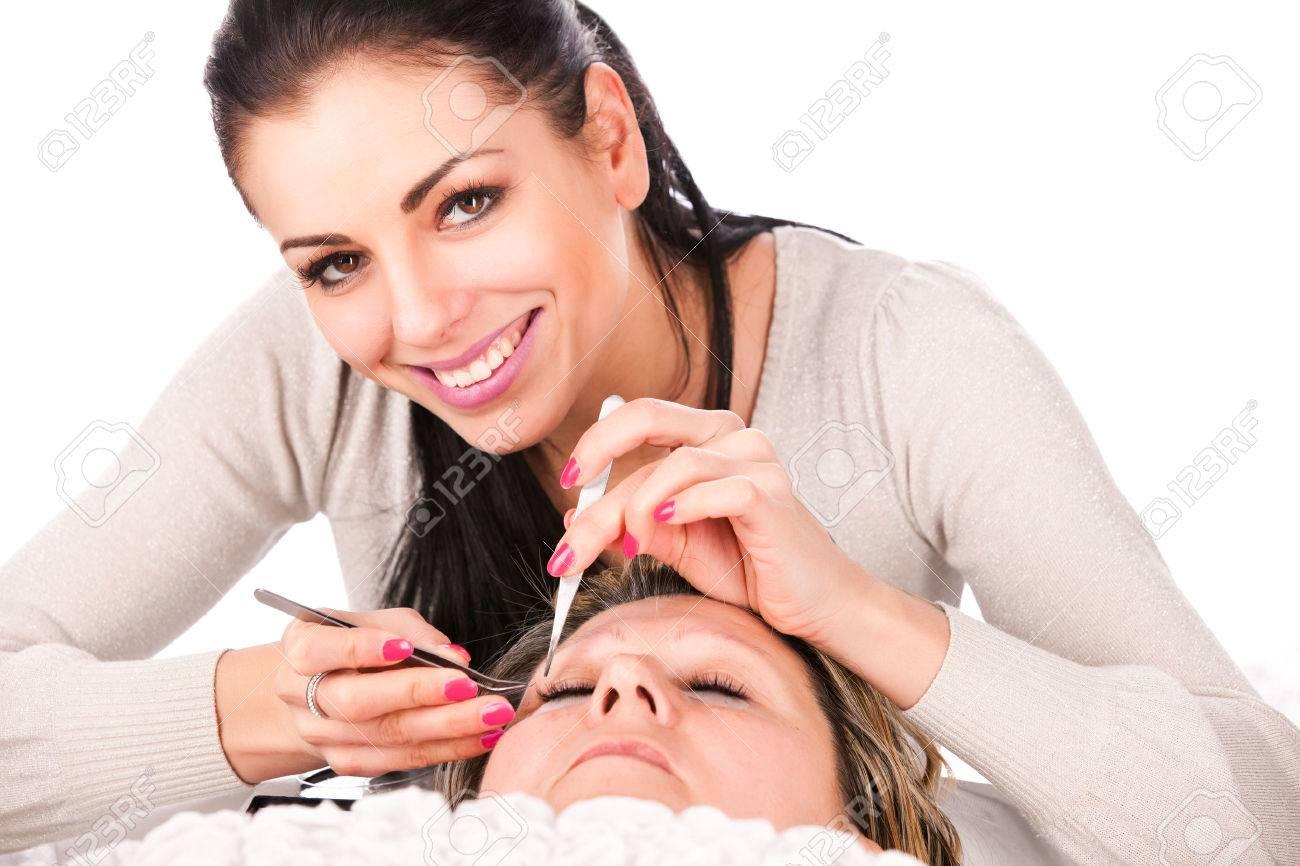 Application of false eyelashes - 23699940