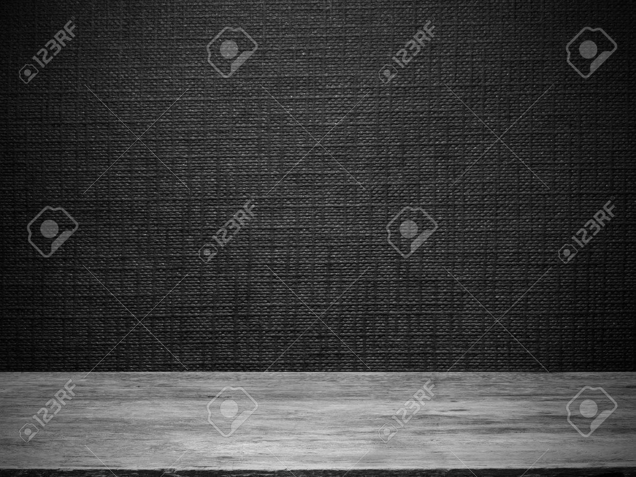 Behang Met Patroon : Houten vloer en zwart behang met lijn reliëf patroon voor de