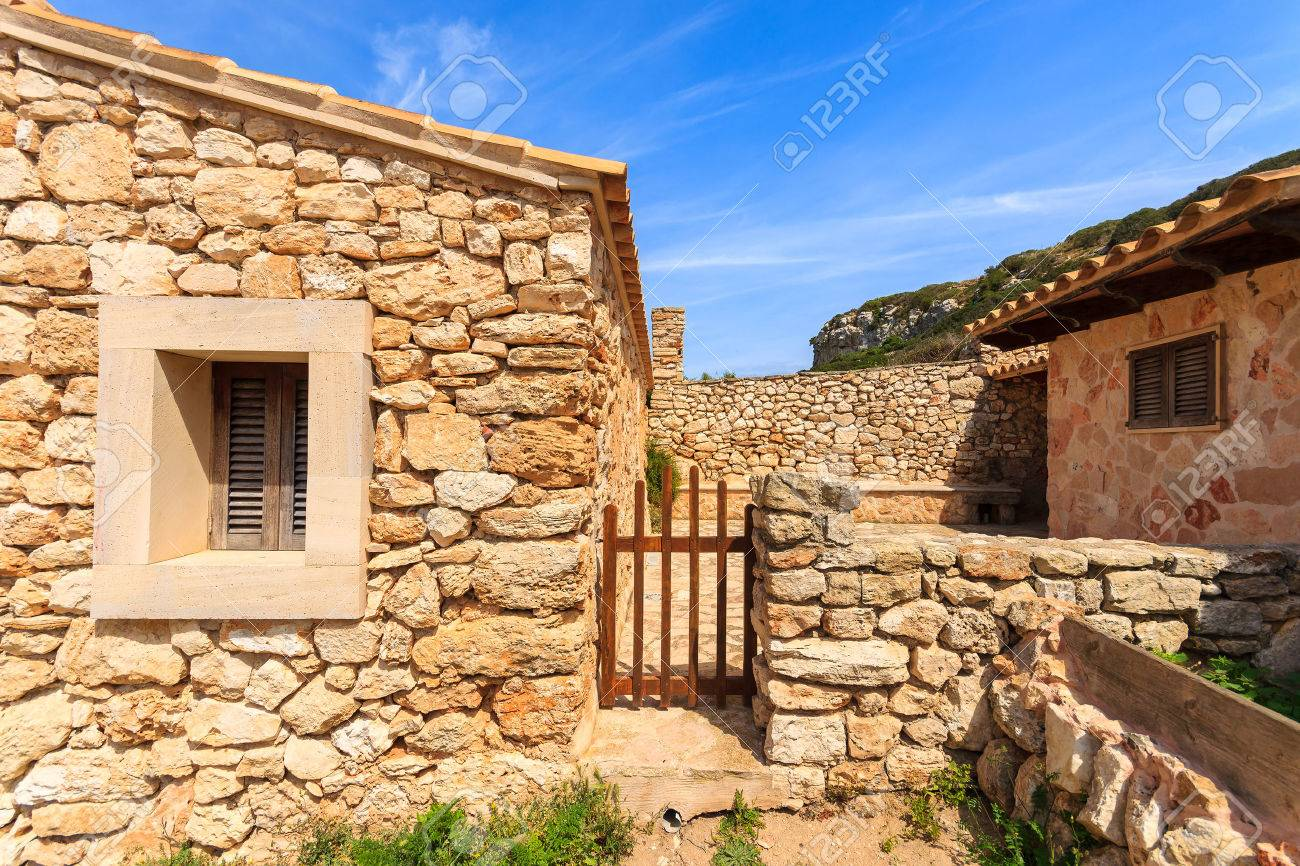 Casas De Piedra Tradicionales, Cala S\'Almunia, Isla De Mallorca ...