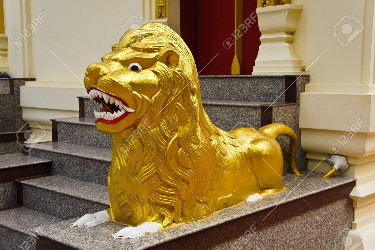 Golden lion statue Stock Photo - 17638284