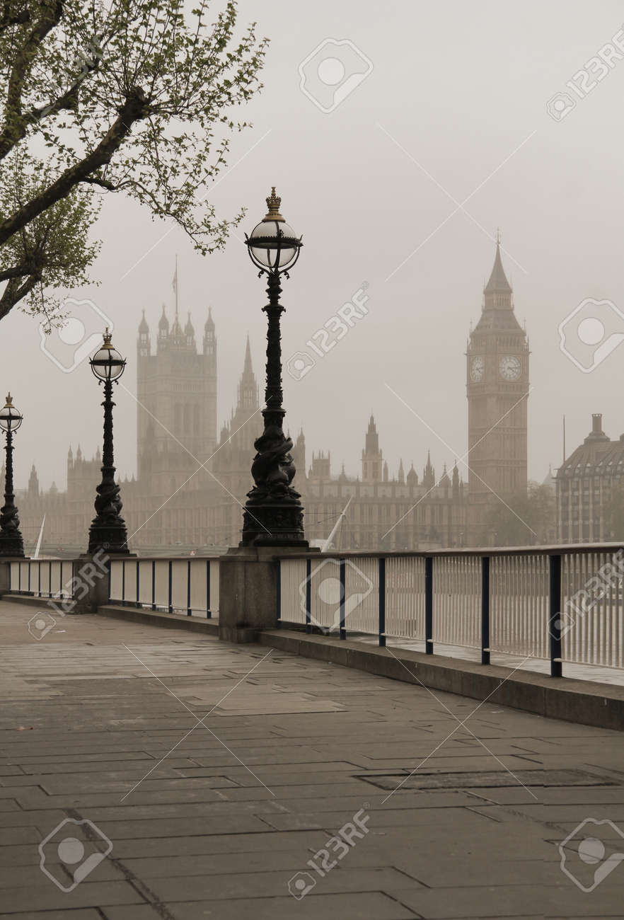 Big Ben, Houses of Parliament, view in fog - 15845076