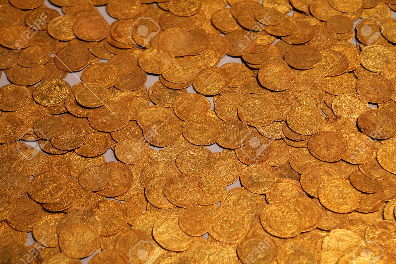Old gold coins in British Museum - background - 15979702