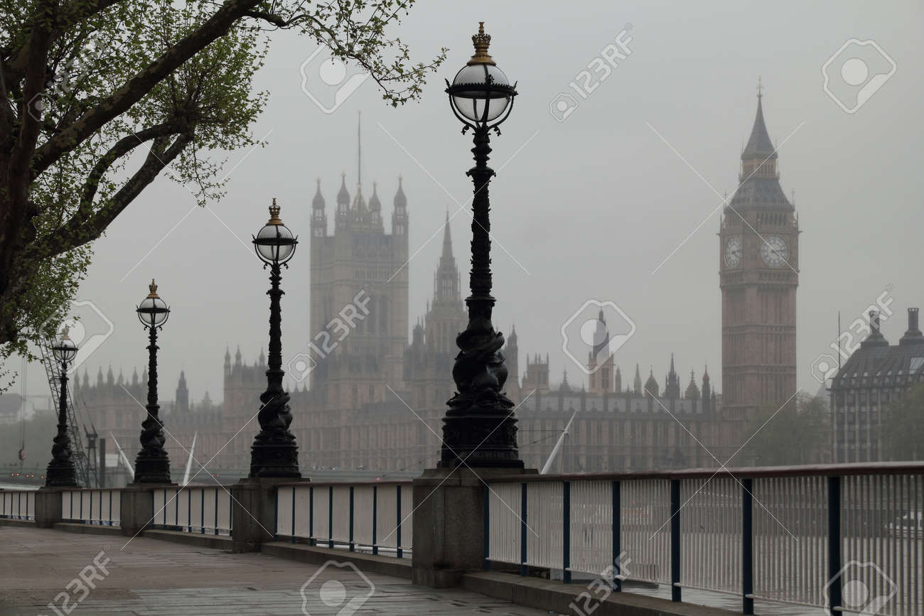 Big Ben , Houses of Parliament, view in fog - 16159687