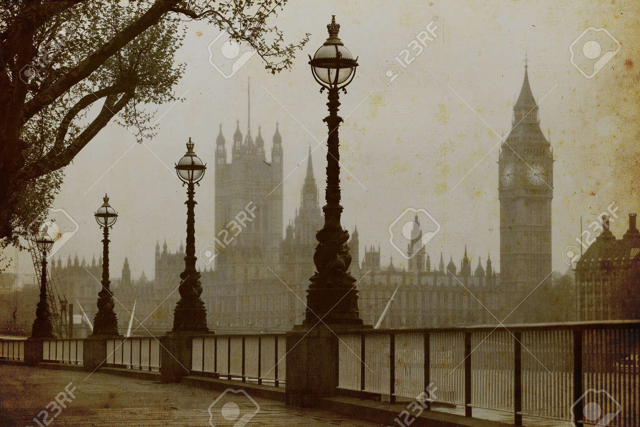 Big Ben , Houses of Parliament, view in fog - 16159818