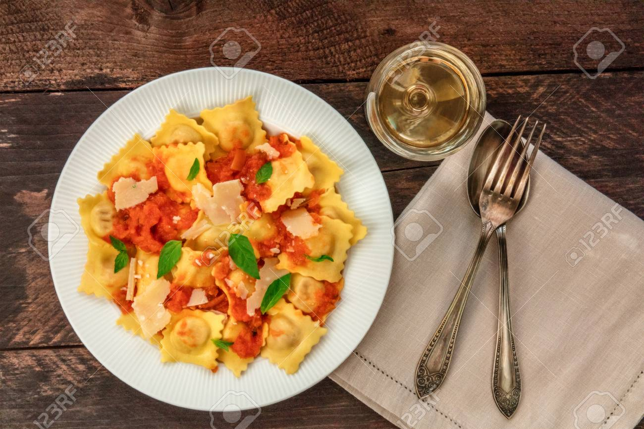 Plate of ravioli with tomato sauce and white wine - 82446760