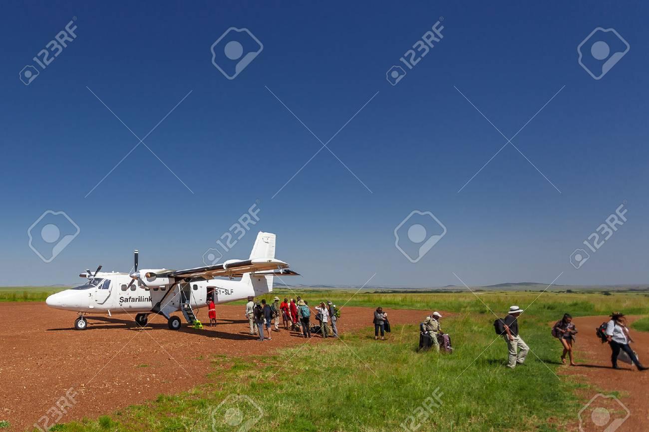 Aeroporto Kenya : Masai mara kenya 24 giugno 2015: aereo safalink è atterrato all