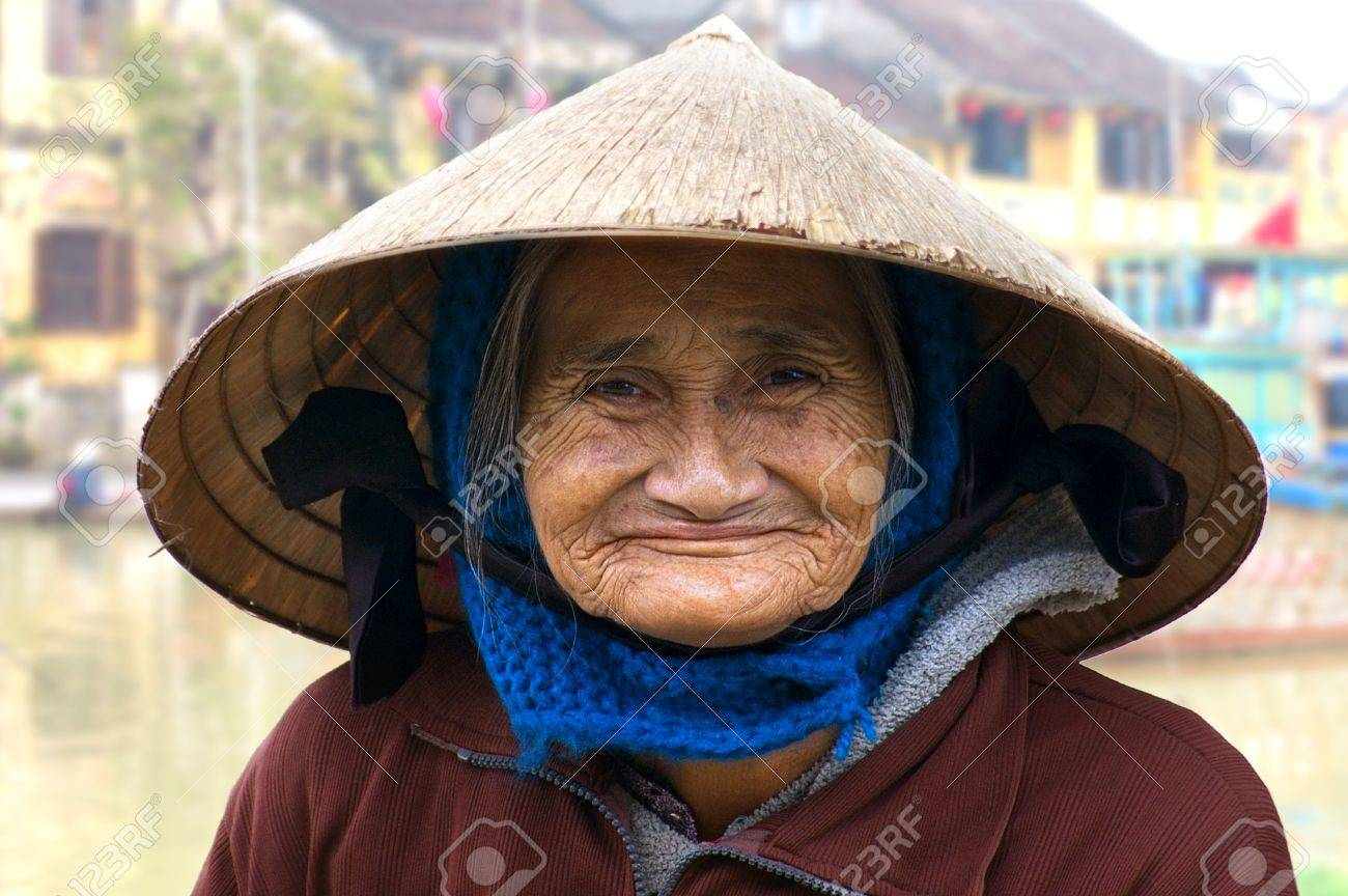 HOI AN, VIETNAM- JANUARY 17: Portrait of the old woman on a street in Hoi An. January 17, 2011 in Hoi An, Vietnam Stock Photo - 13574253