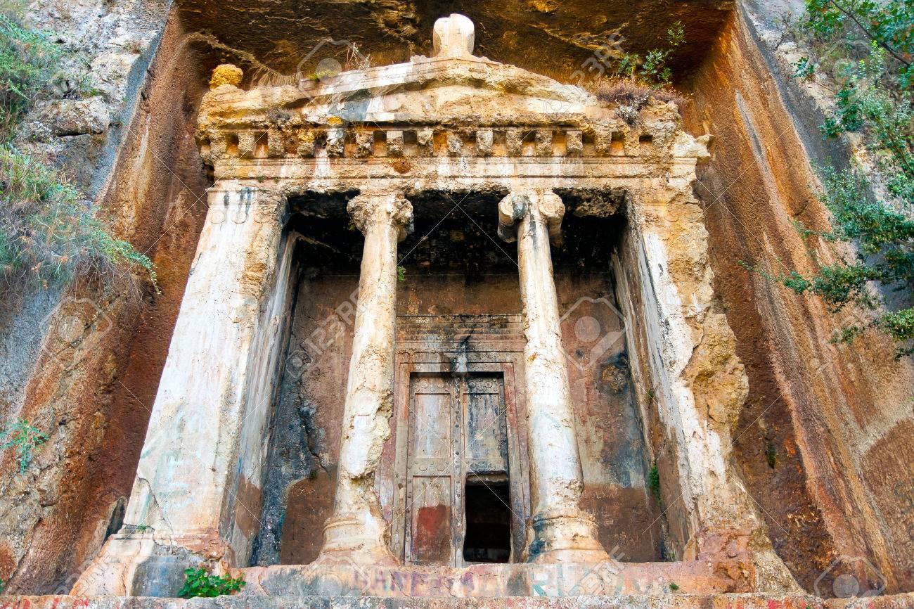 アミュンタス、フェティエの墓 ...