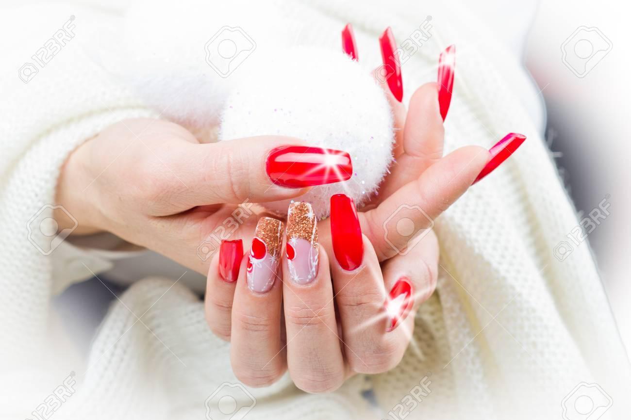 Uñas Decoradas Con Rojo Decoraciones Navideñas Y Tonos Dorados Para Celebrar Su Fantástica Fiesta De Navidad Y Año Nuevo