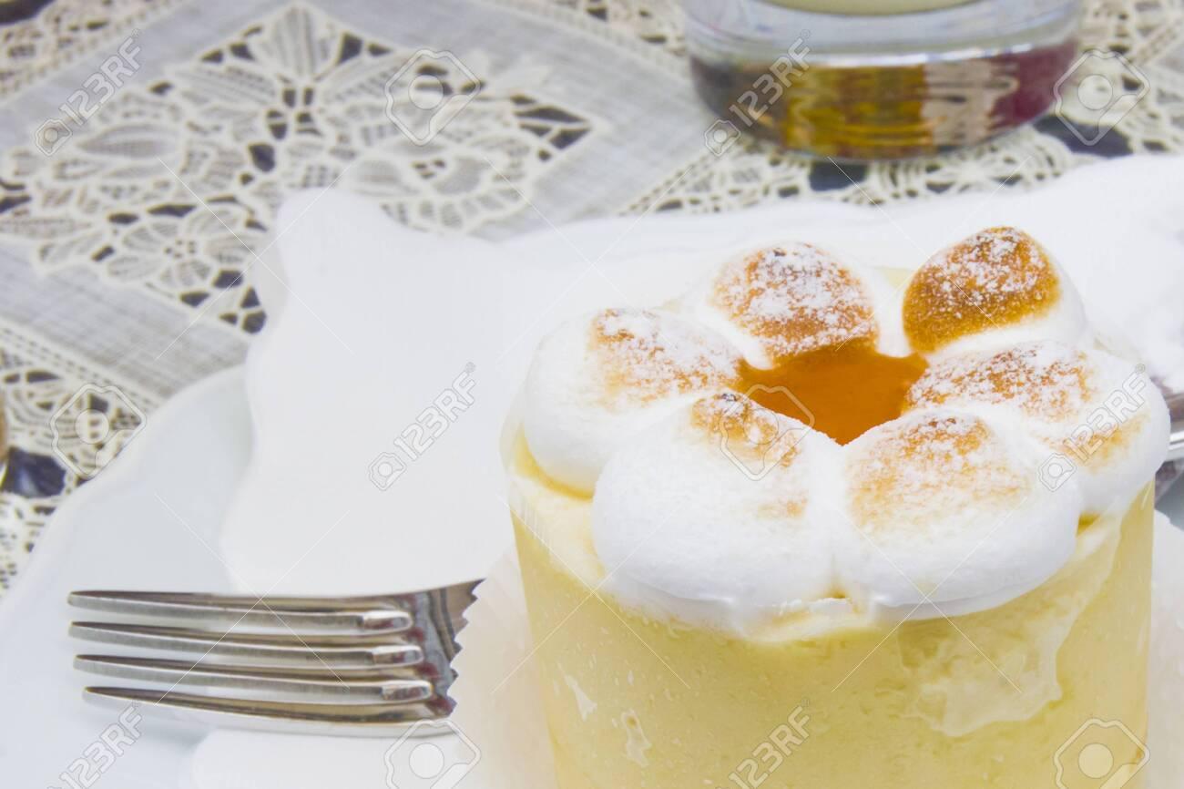 semifreddo mouse with meringue, peach ice cream and apricot jam - 145782241