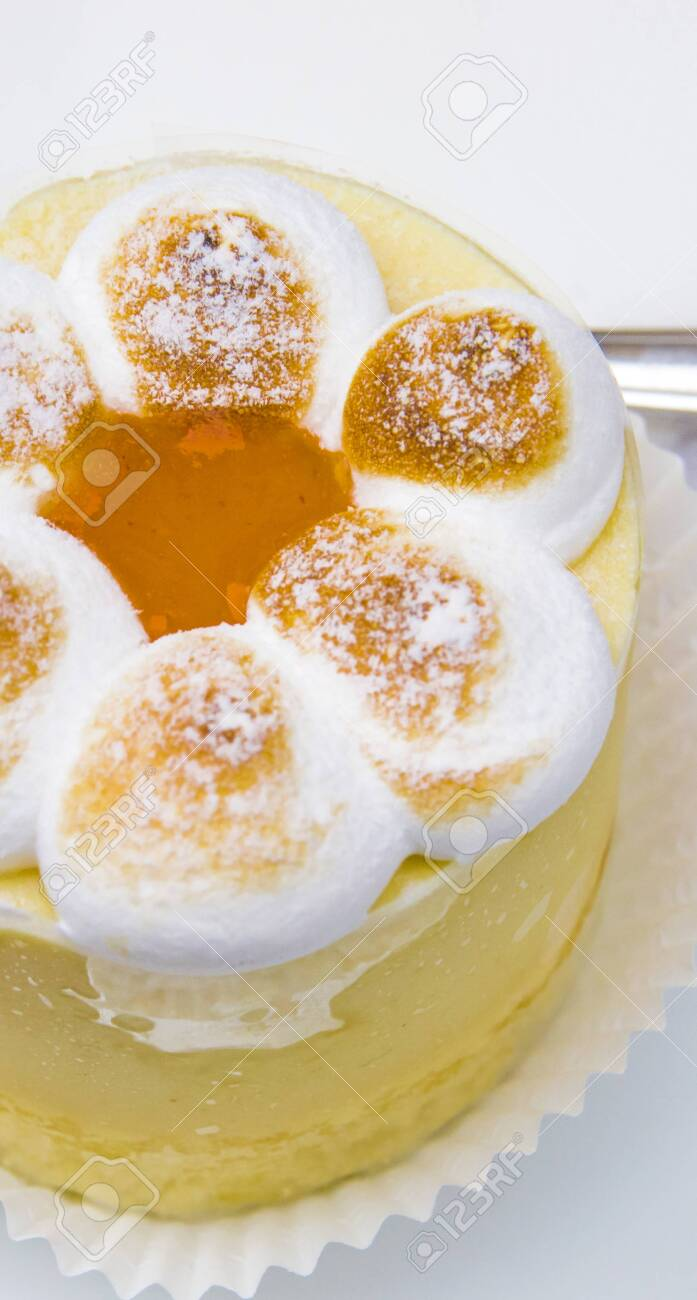 semifreddo mouse with meringue, peach ice cream and apricot jam - 145782247