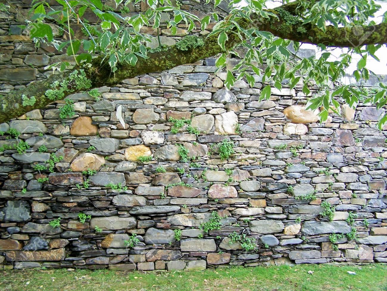Garten Steinmauer Aspekt Lizenzfreie Fotos Bilder Und Stock