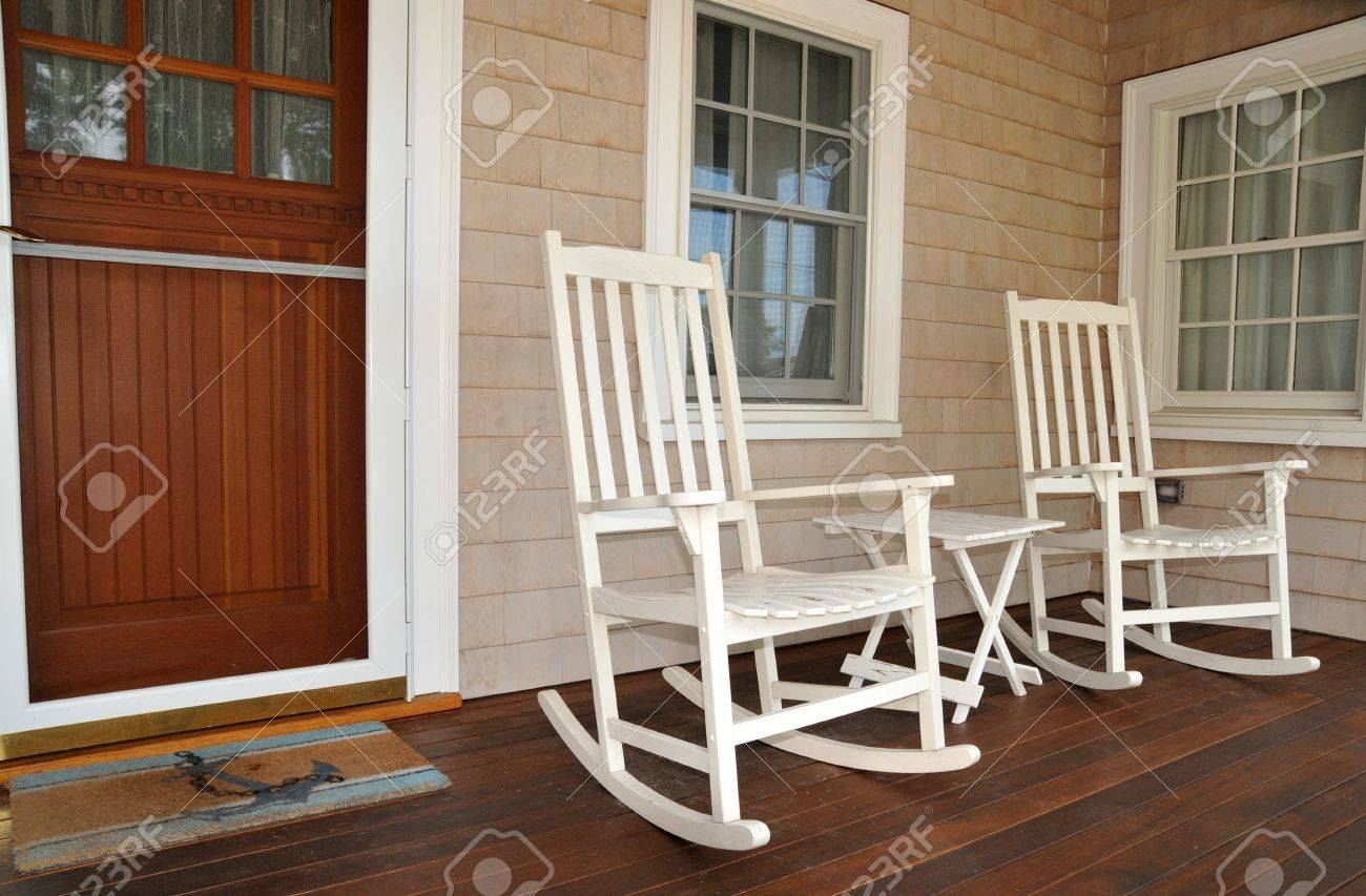 Strange Old Fashioned White Rocking Chairs Welcome Visitors To Sit On Creativecarmelina Interior Chair Design Creativecarmelinacom