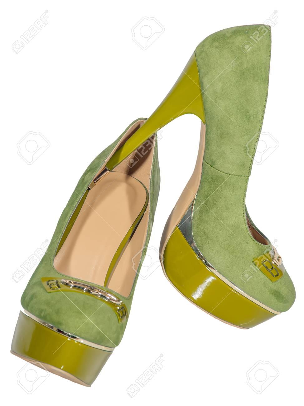 da0b9f33fff1 Zapatos de tacón alto para mujer color verde amarillo fondo blanco aislado