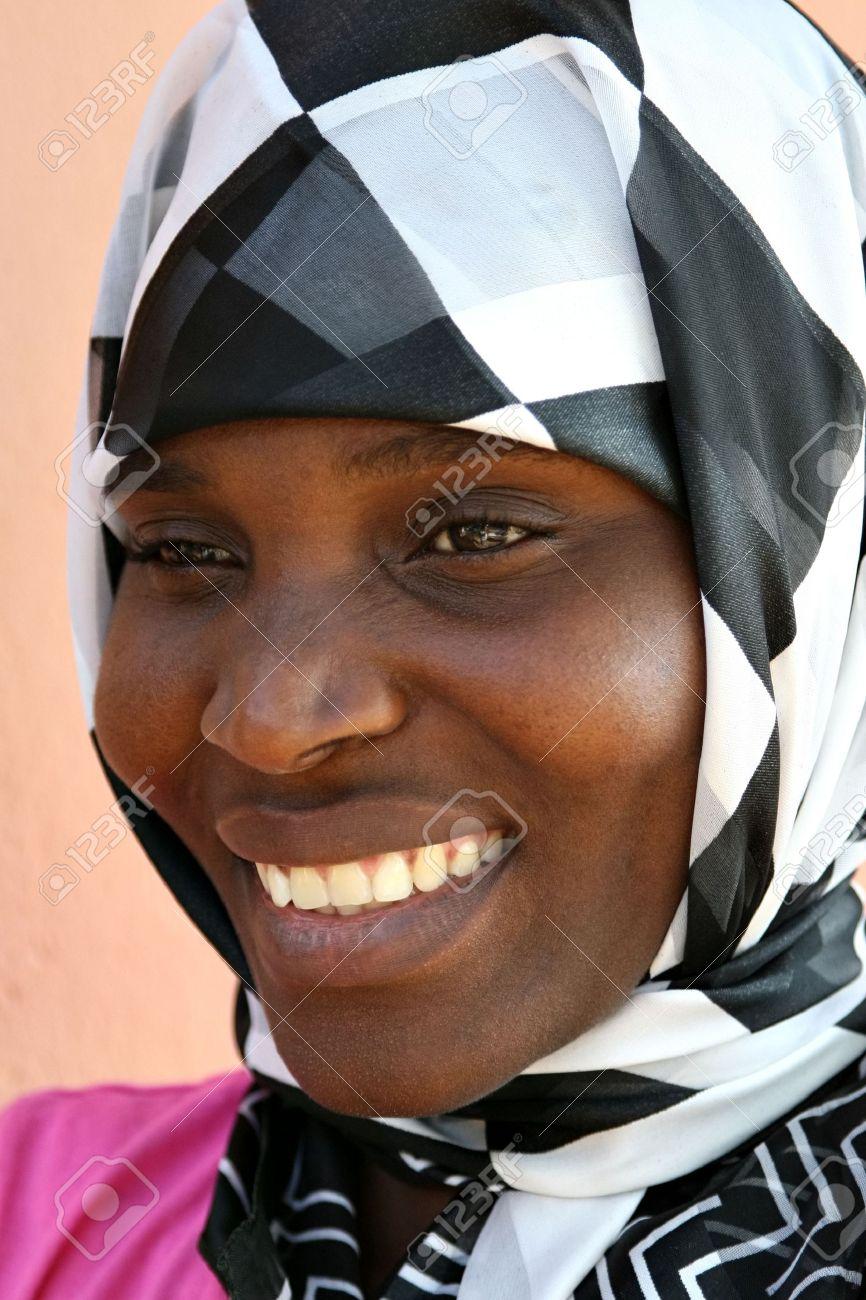 Favori Belle Africaine Femme Musulmane Avec Un Voile Banque D'Images Et  EQ06