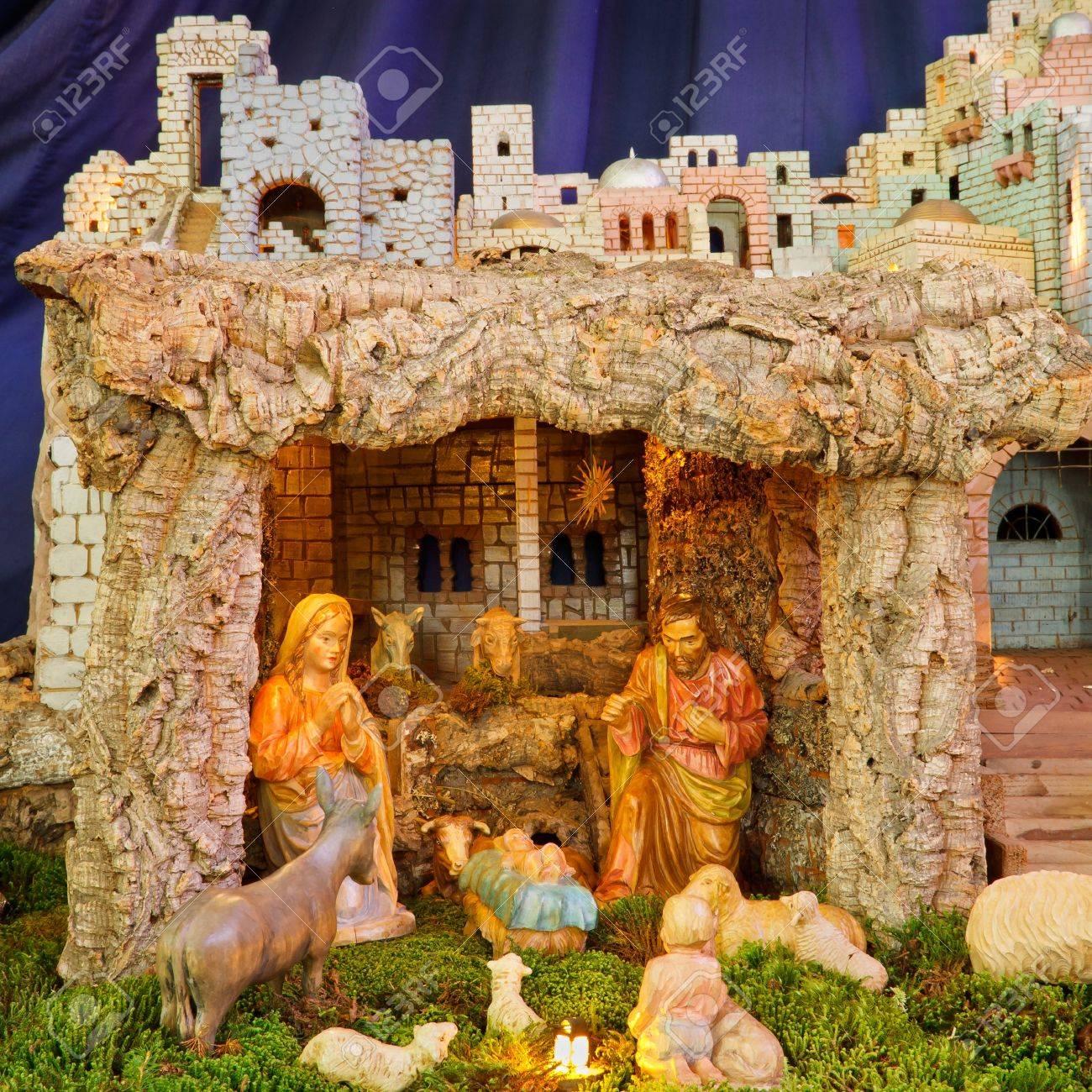 Christmas Nativity Scene - Baby Jesus, Mary, Joseph Stock Photo - 17274745