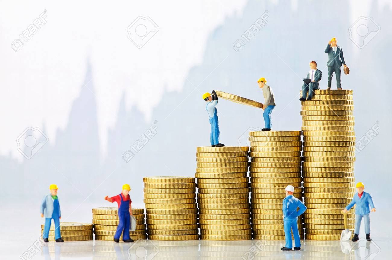 Working men creating business growth - 32507088