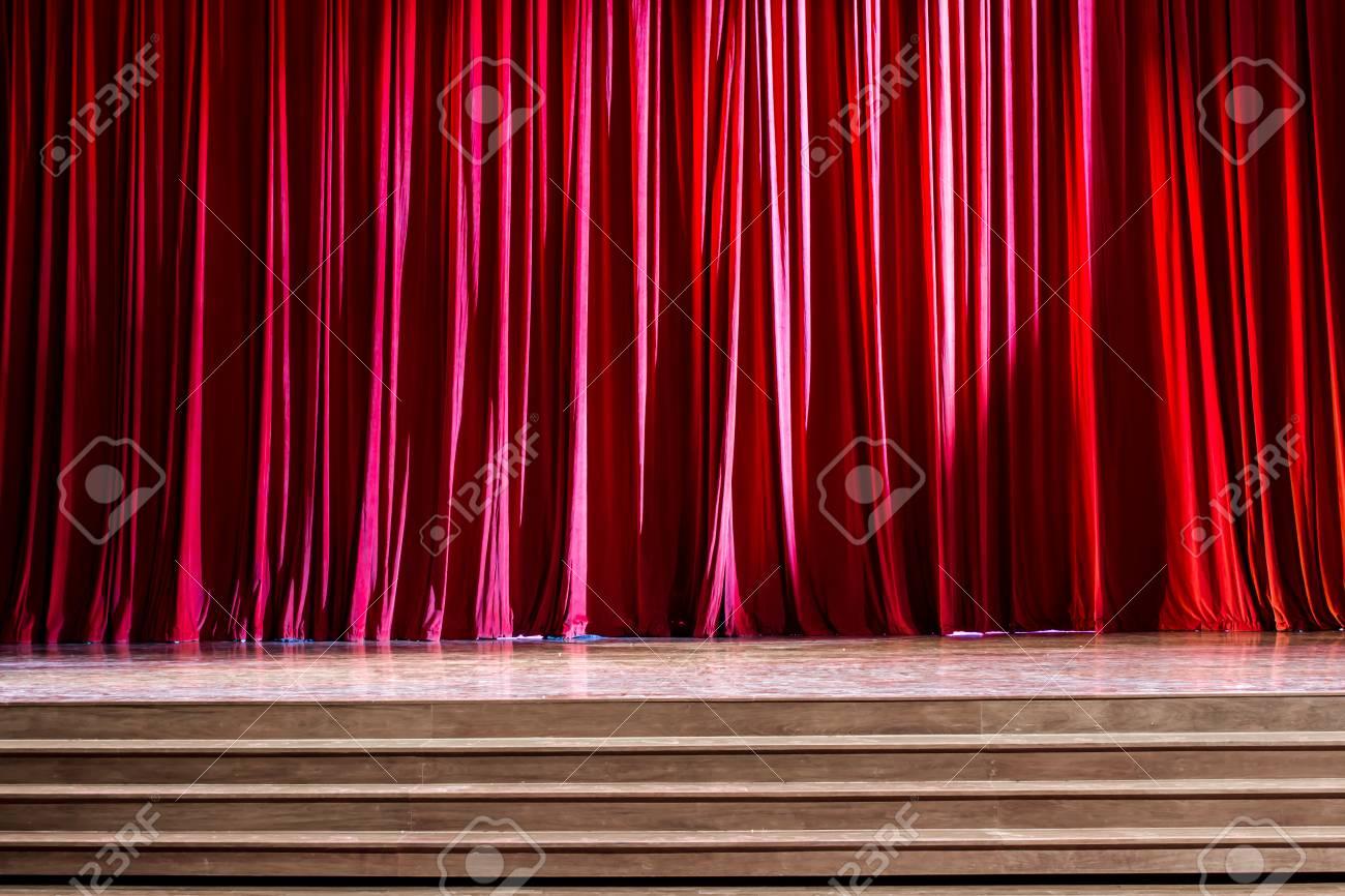 Les Rideaux Et Le Parquet De Scène Avec Des Escaliers En Théâtre ...