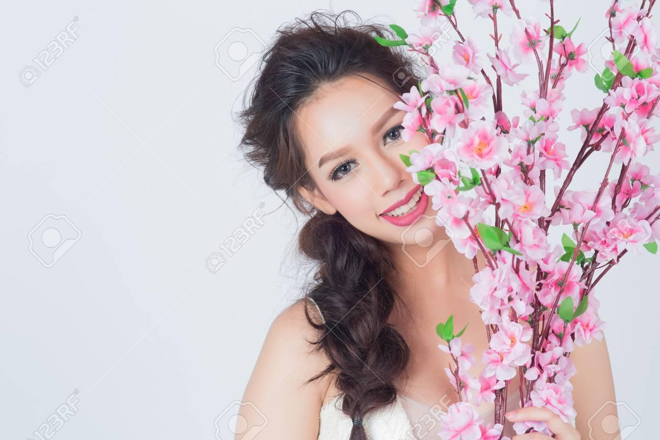 Vestido De Boda Hermoso De Las Mercancías Asiáticas De La Mujer Que ...