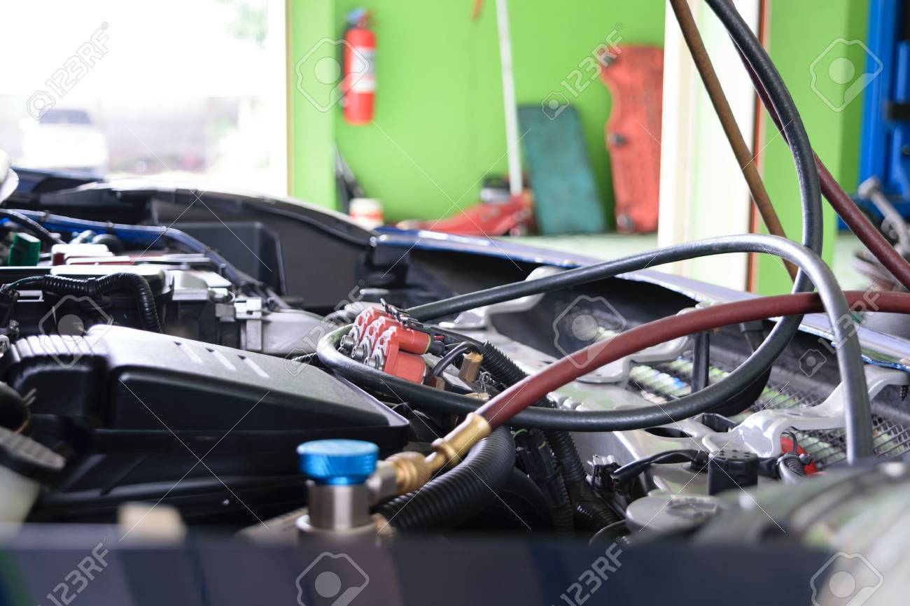 Car refilling air condition in air shop - 44163284