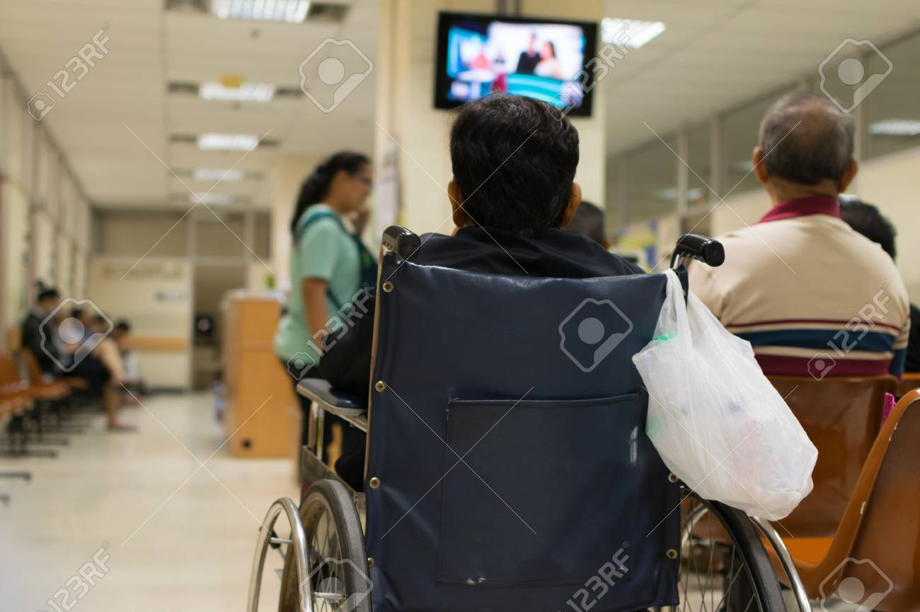 Patient elderly on wheelchair and many patient waiting a doctor and nurse in hospital - 52917867