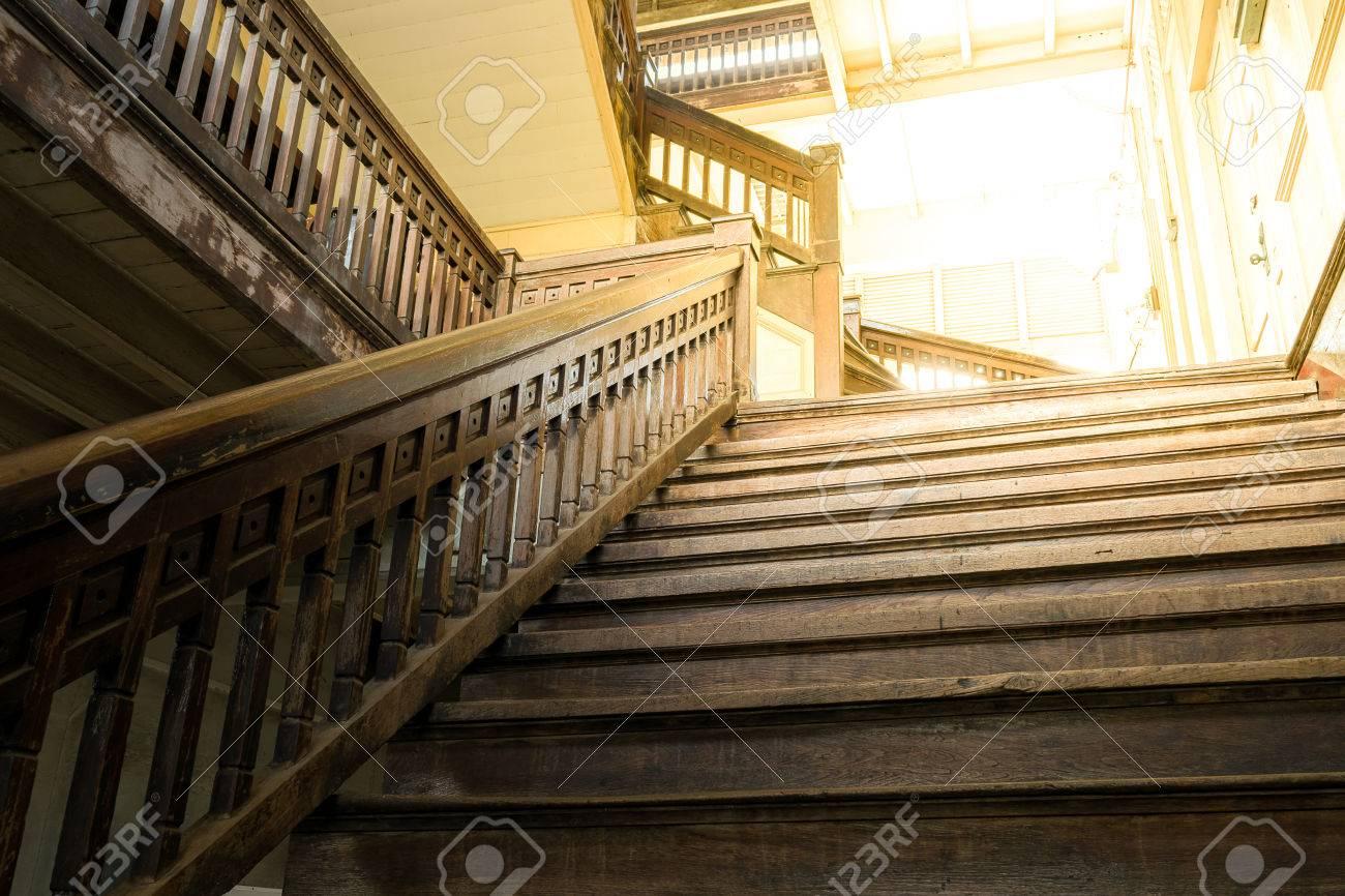 Ancien Style D Escalier En Bois Dans Preserver L Architecture Retro