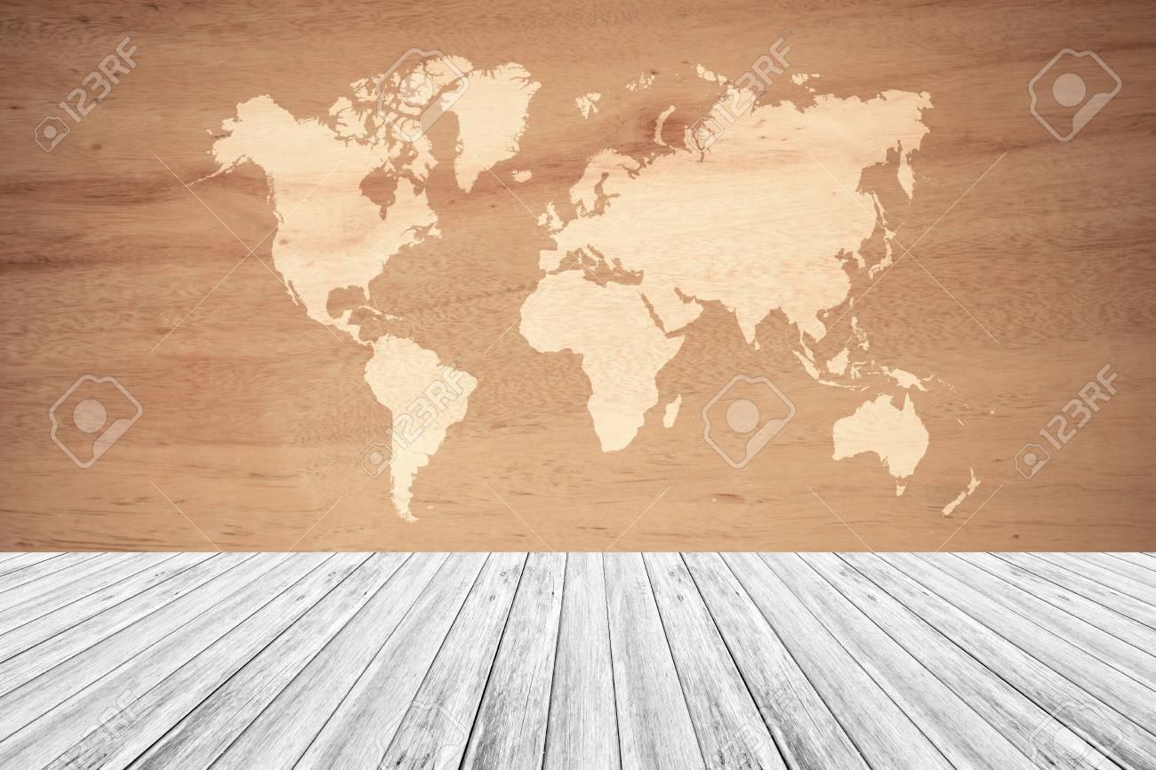 Color Natural De La Superficie Del Fondo De La Textura De Madera Proceso En Estilo Del Vintage Con La Terraza De Madera Blanca Con El Mapa Del Mundo