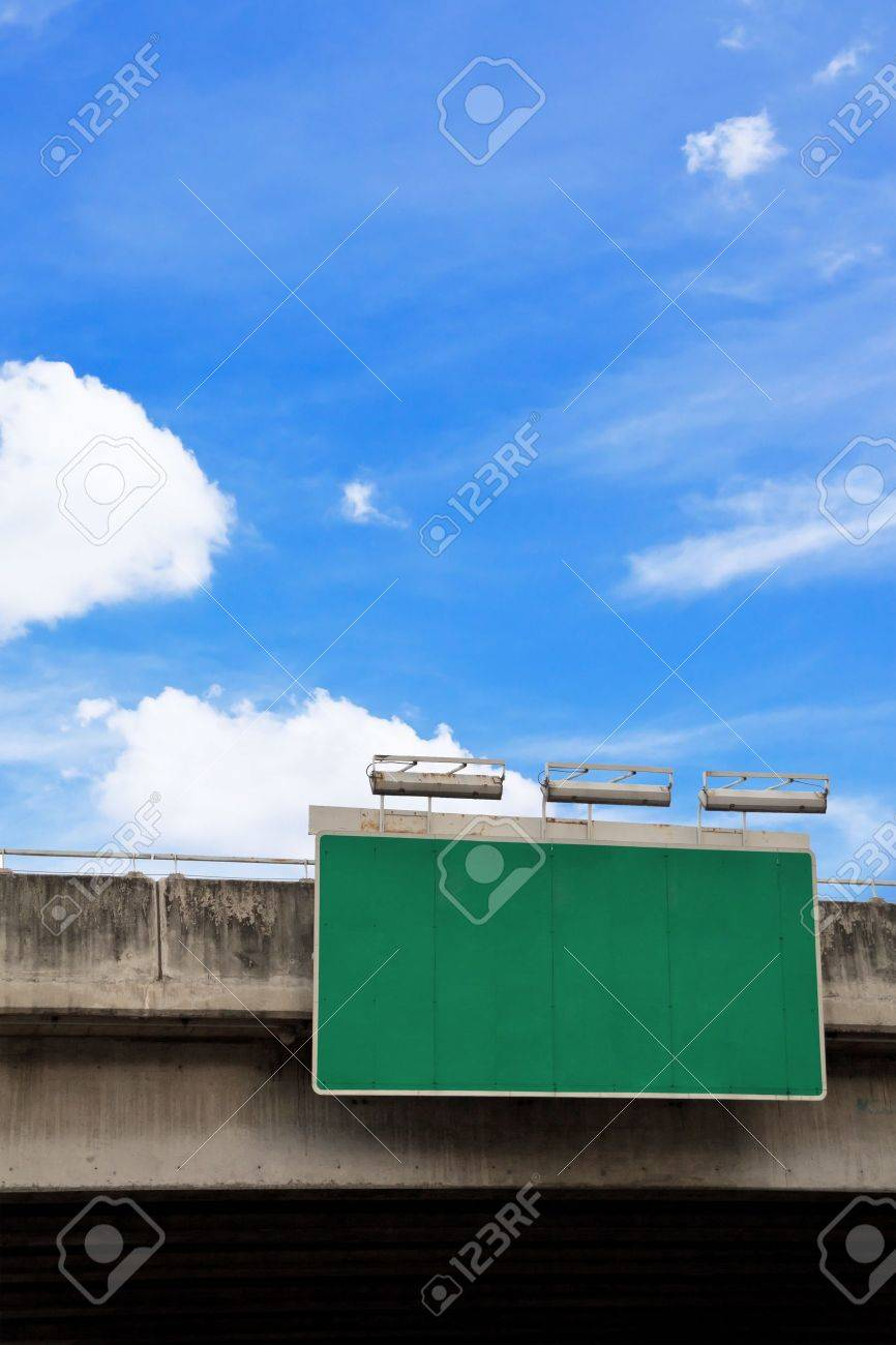 blank green road sign Stock Photo - 10880445