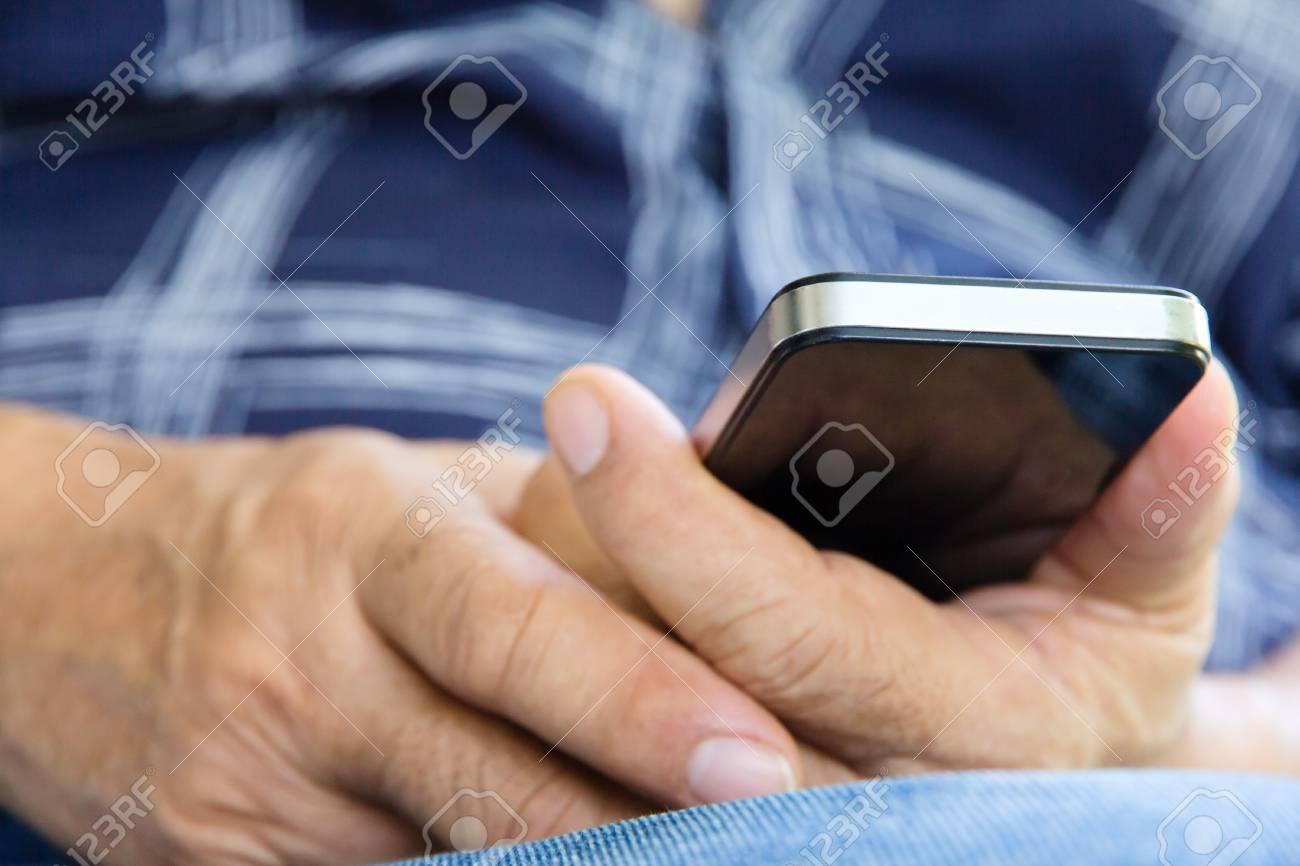 Immagini Stock Più Vecchio Uomo Che Controlla Il Suo Sfondo