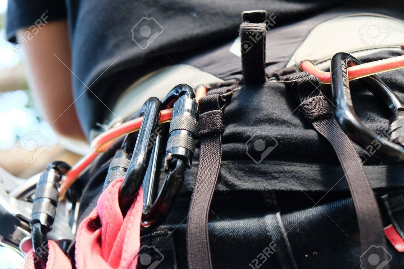 Kletterausrüstung In Der Nähe : Kletterausrüstung in der nähe von karabinern bergsteiger tragen