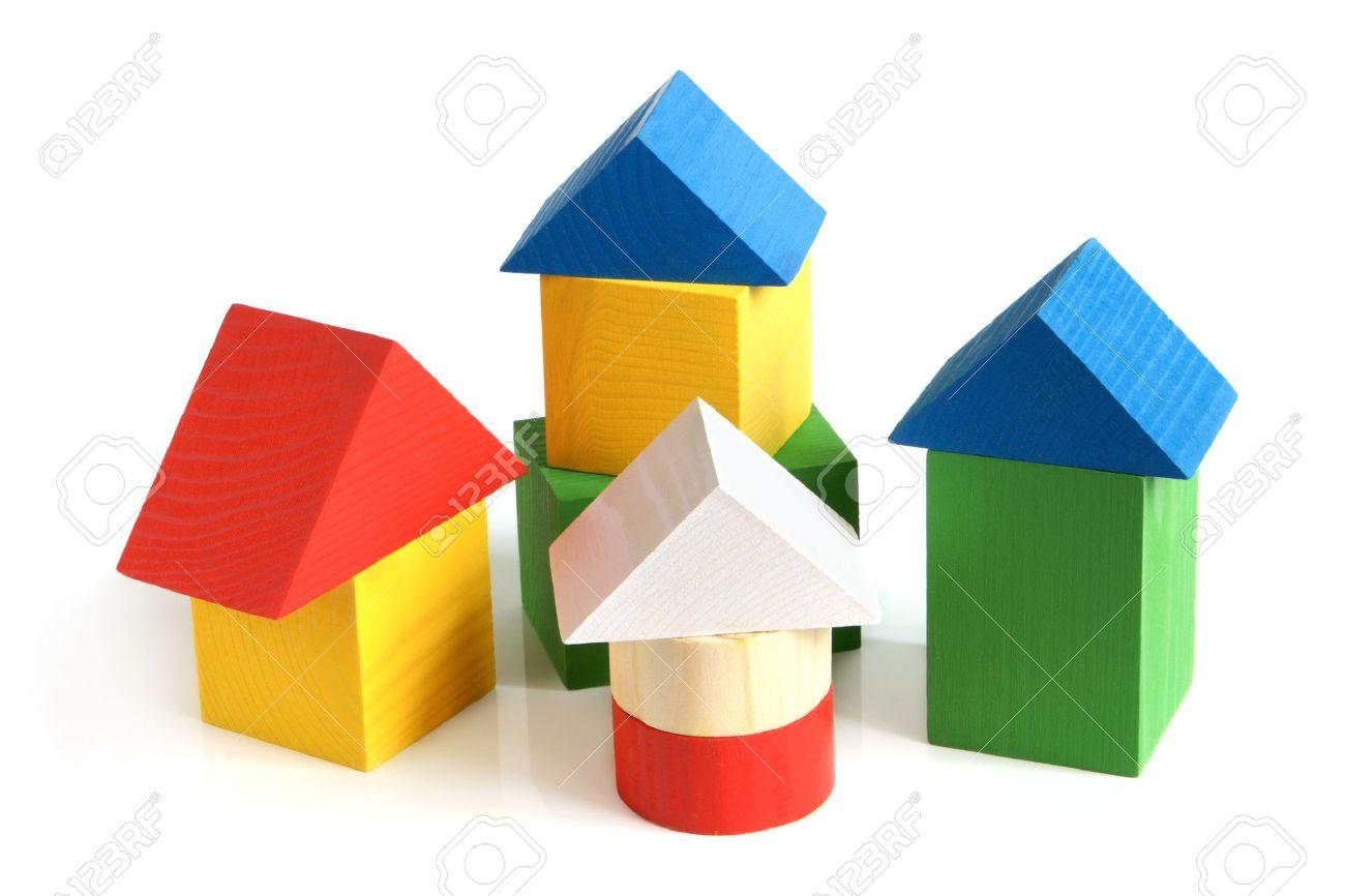 La Casa Hecha De Bloques De Construcción Madera Para Niños Sobre Un ...