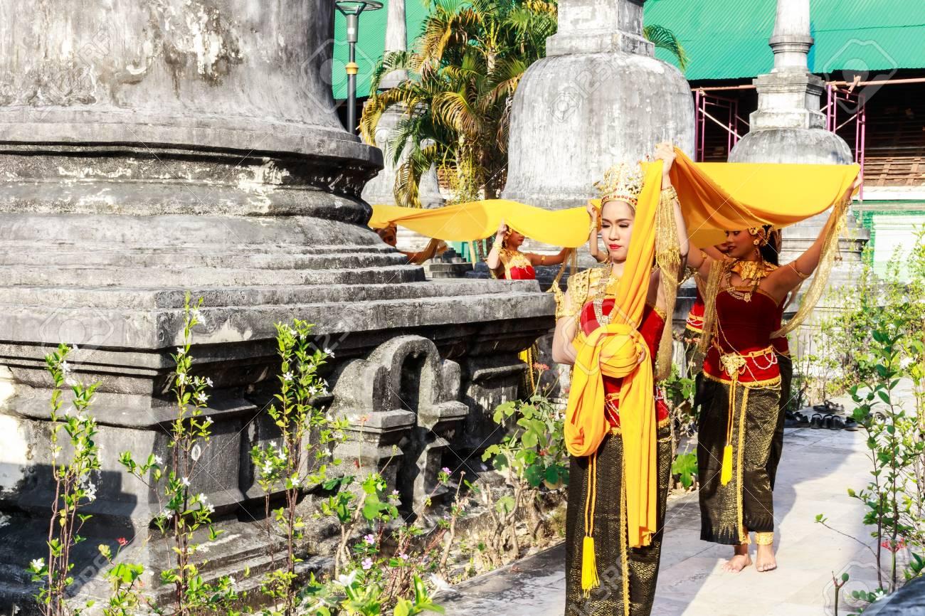 Sluts in Nakhon Si Thammarat