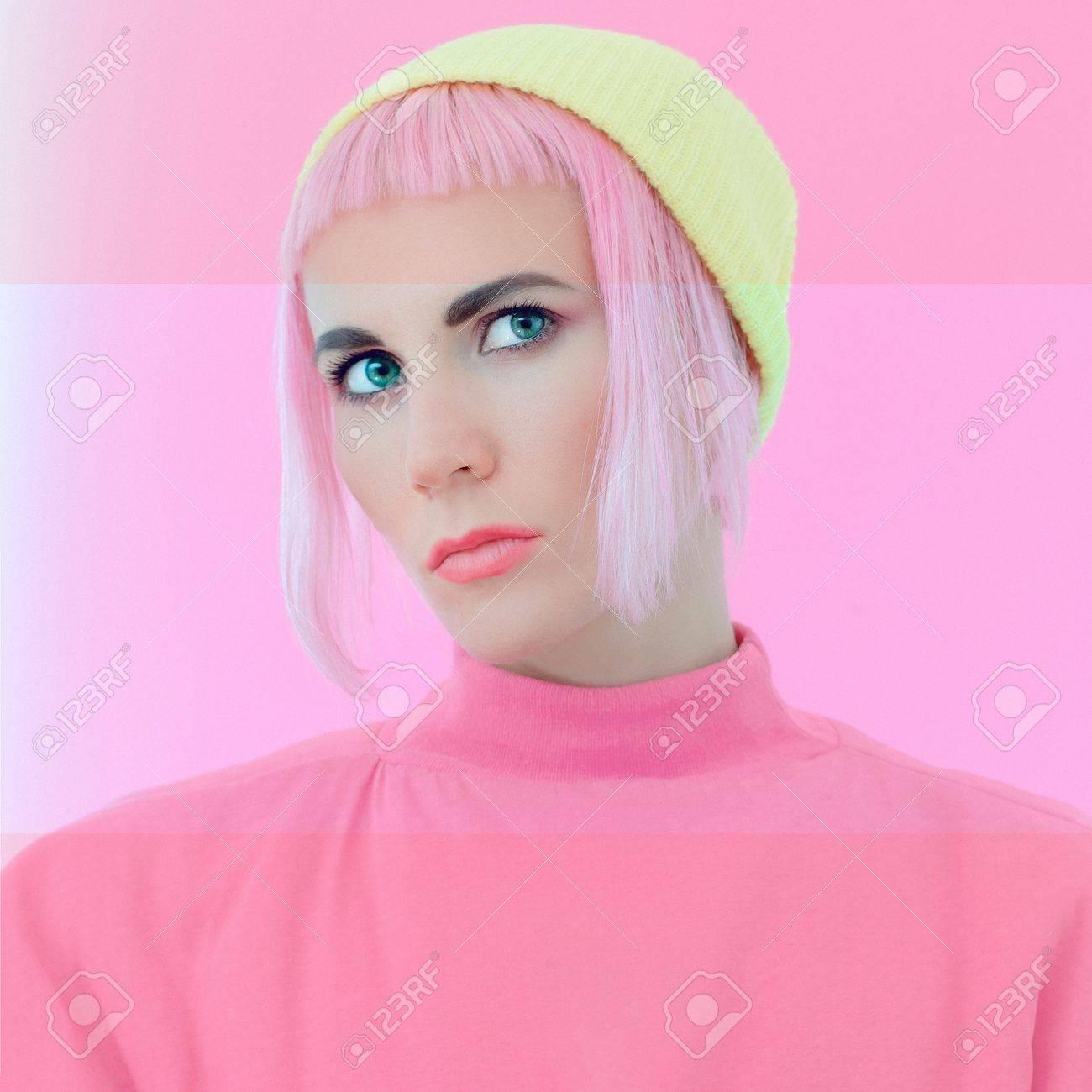 Madchenportrait Pastellfarben Mit Rosa Haaren Lizenzfreie Fotos