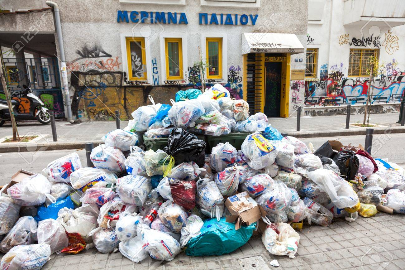 THESSALONIKI, GREECE - NOVEMBER 26: Piles of garbage in the center of Thessaloniki due to strike on November 26, 2012 in Thessaloniki, Greece. Source of infection for citizens Stock Photo - 18604757