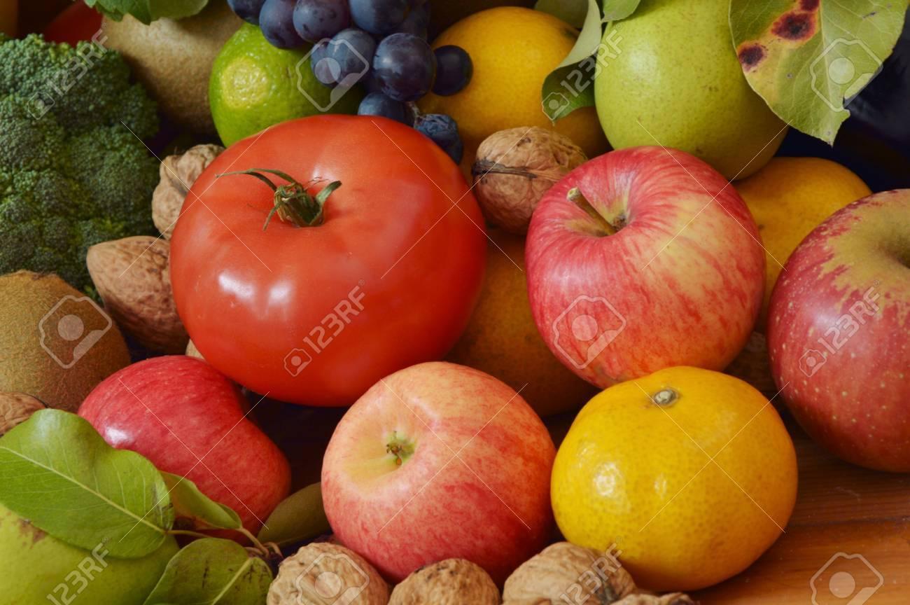 muchas frutas y verduras