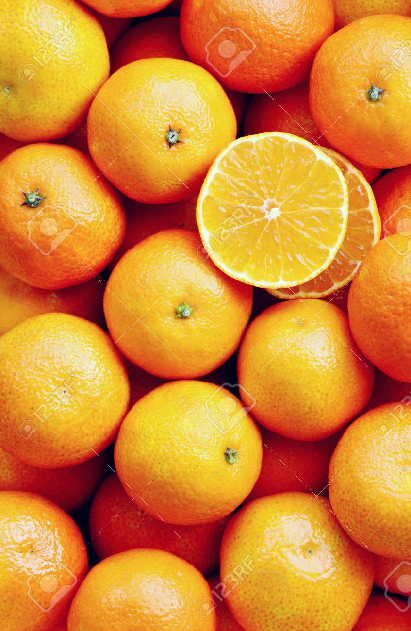 A lot of mandarin orange in the market with full frame and photo vertical - 91692625