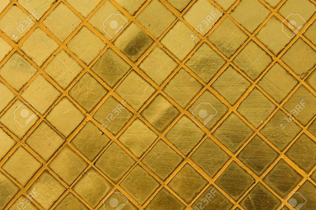Gold Fliesen Mosaik Hintergrund In Einer Alten Thailandischen