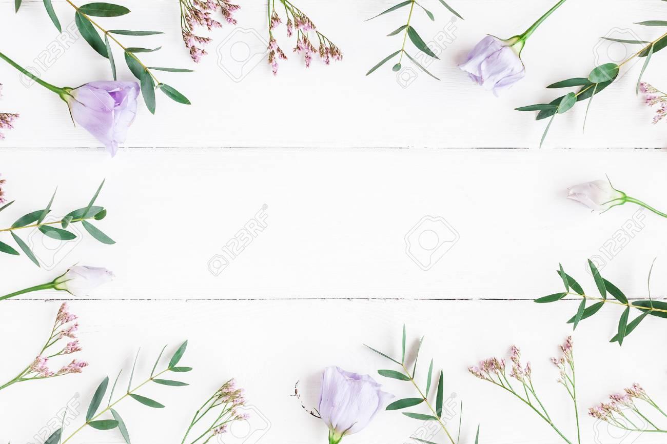 Composición De Flores Marco Hecho De Varias Flores Y Ramas De ...
