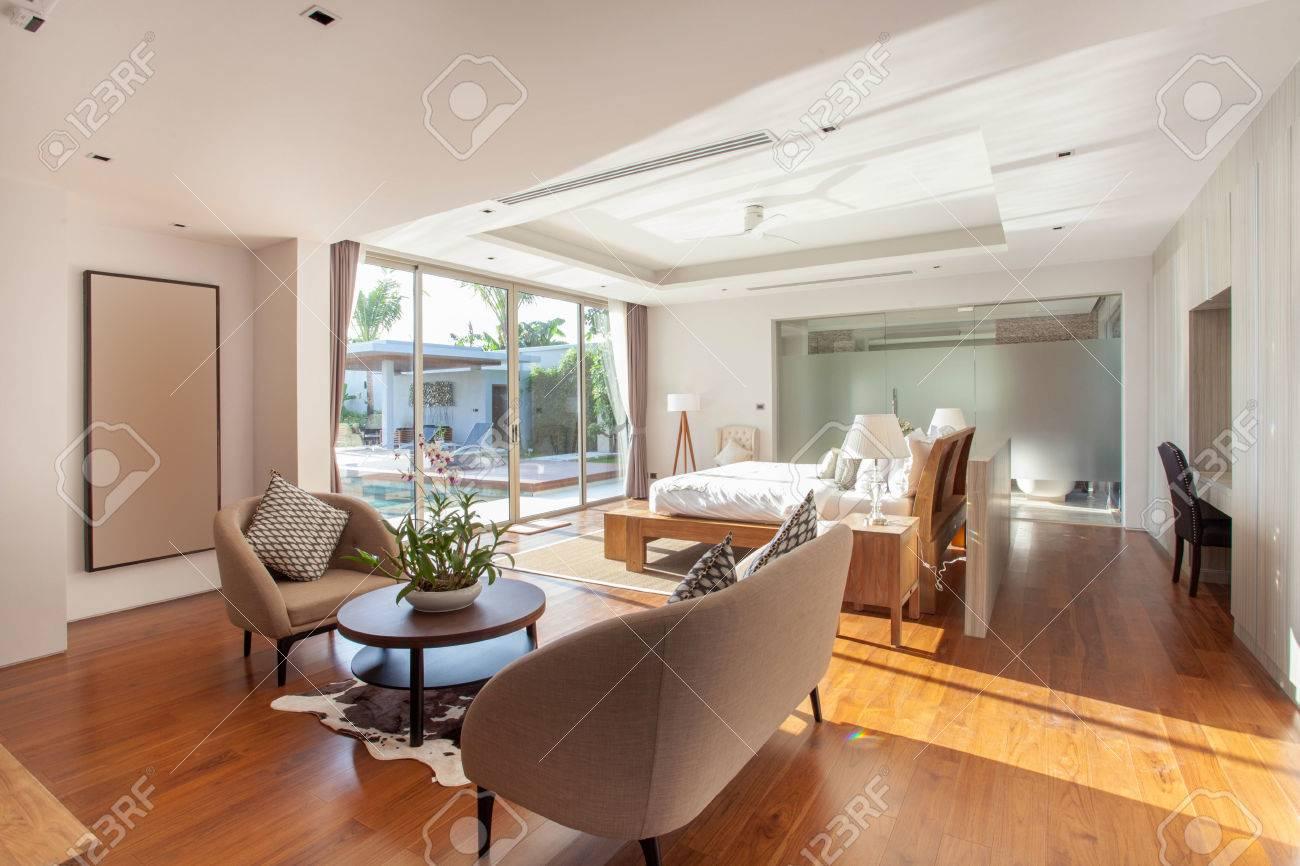Luxus schlafzimmer mit pool  Luxus-Innenarchitektur Im Wohnzimmer Der Pool-Villen Schlafzimmer ...