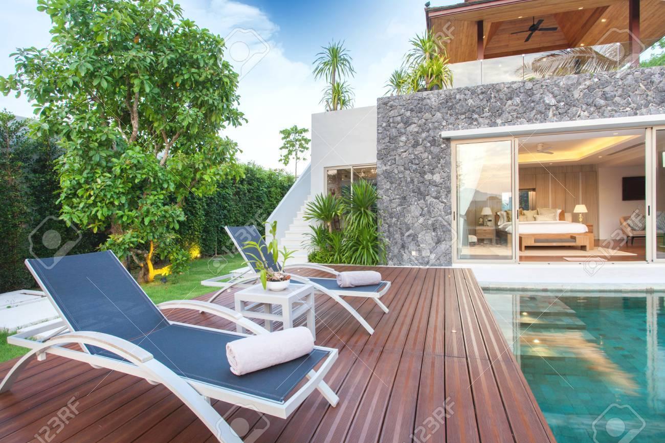 Innen-und Außen-Design Der Pool-Villa, Die Wohnbereich, Grüngarten ...