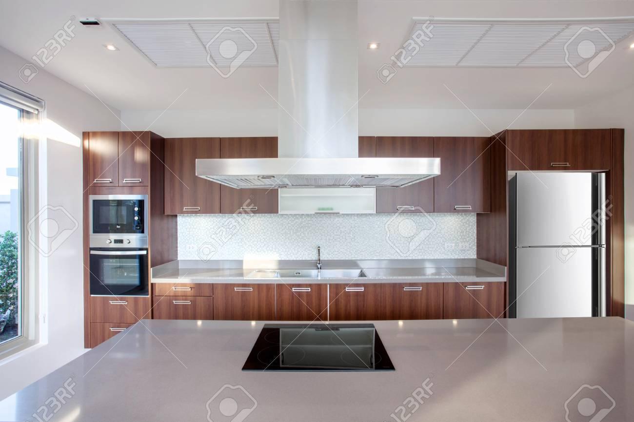Villa De Luxe En Design D Interieur Dans Un Coin Cuisine Avec Comptoir D Ilot Et Meuble Encastre