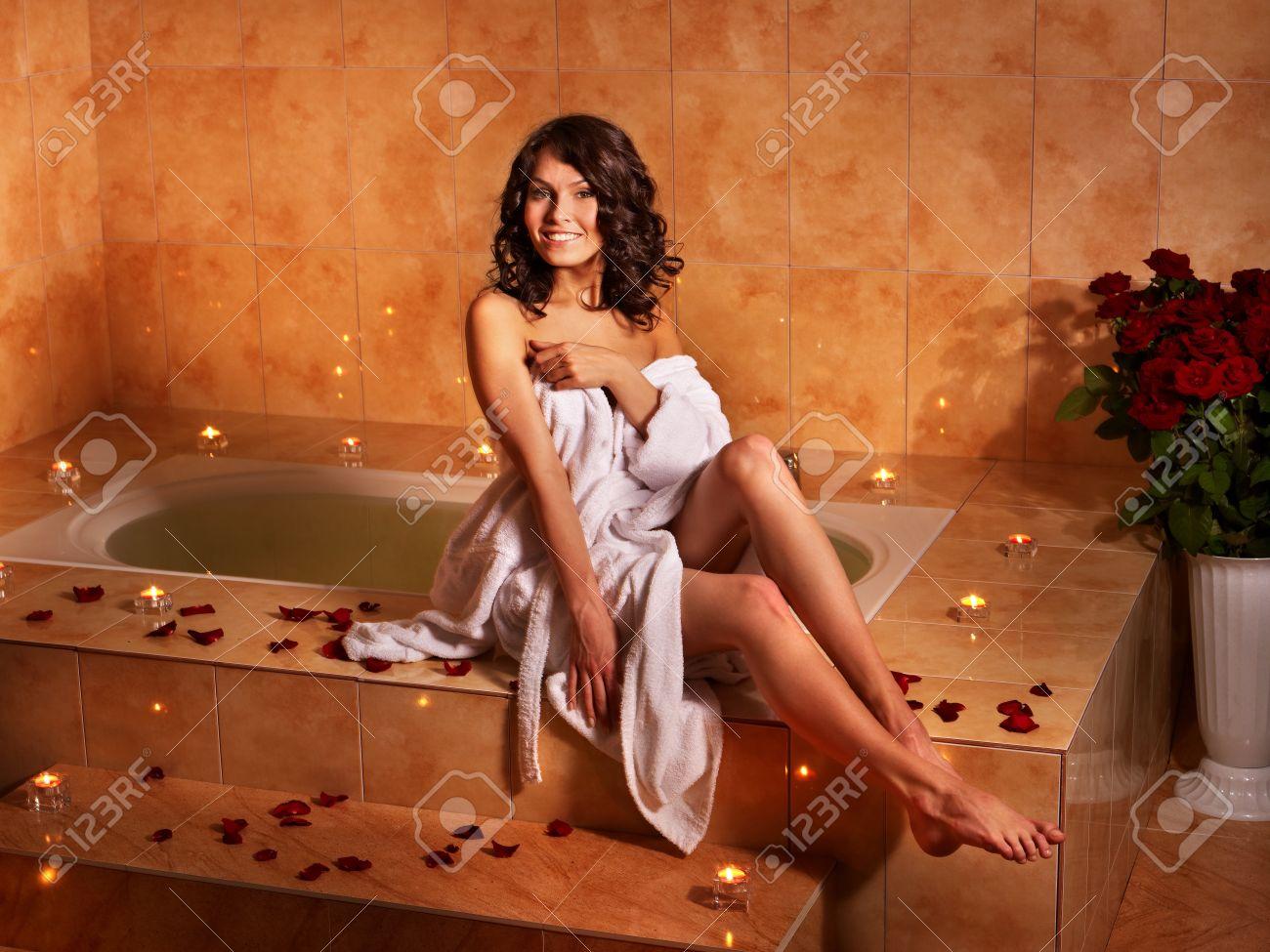 Фото девушки после ванны в халате 5 фотография