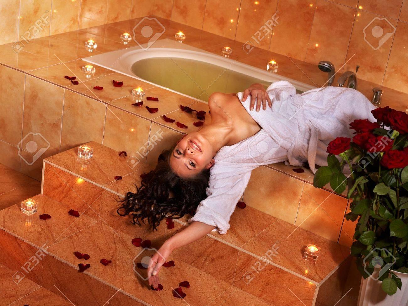 Фото девочек в ванной крупно 29 фотография