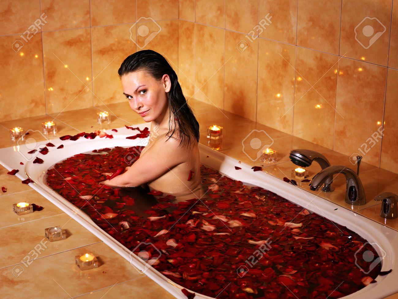 Фото бесплатно девушки в ванной 20 фотография