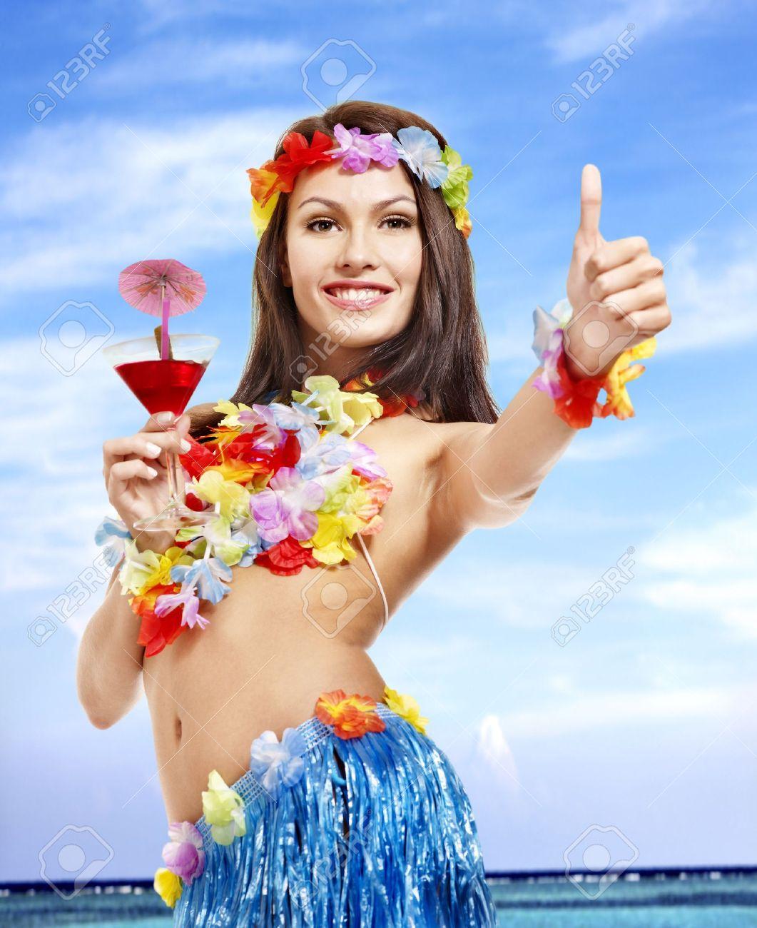 Frau In Hawaii Kostüm Getränk Saft Lizenzfreie Fotos Bilder Und