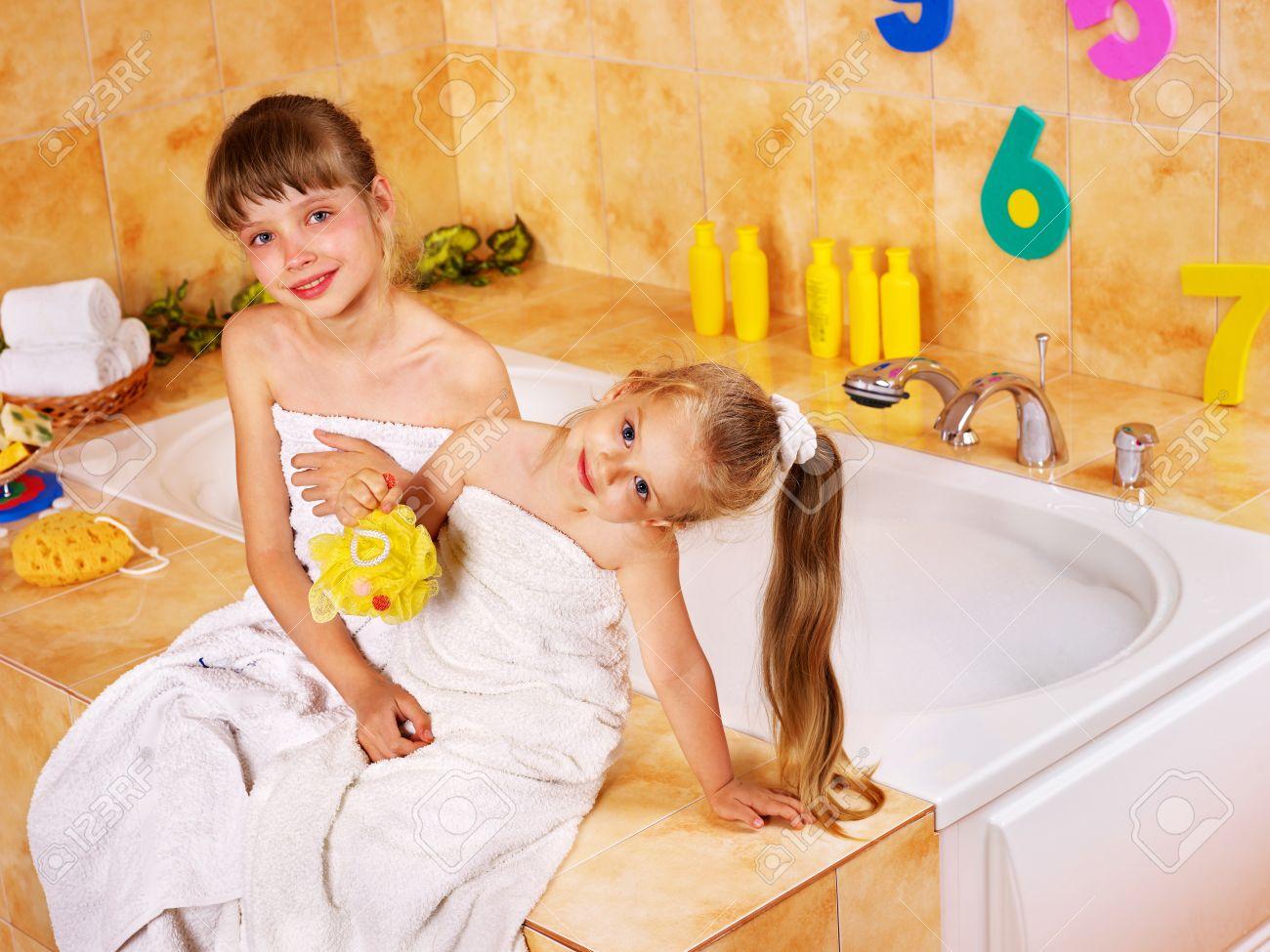 Трахает сын маму в ванной фото, в ванной с мамой - порно фото поиск 29 фотография