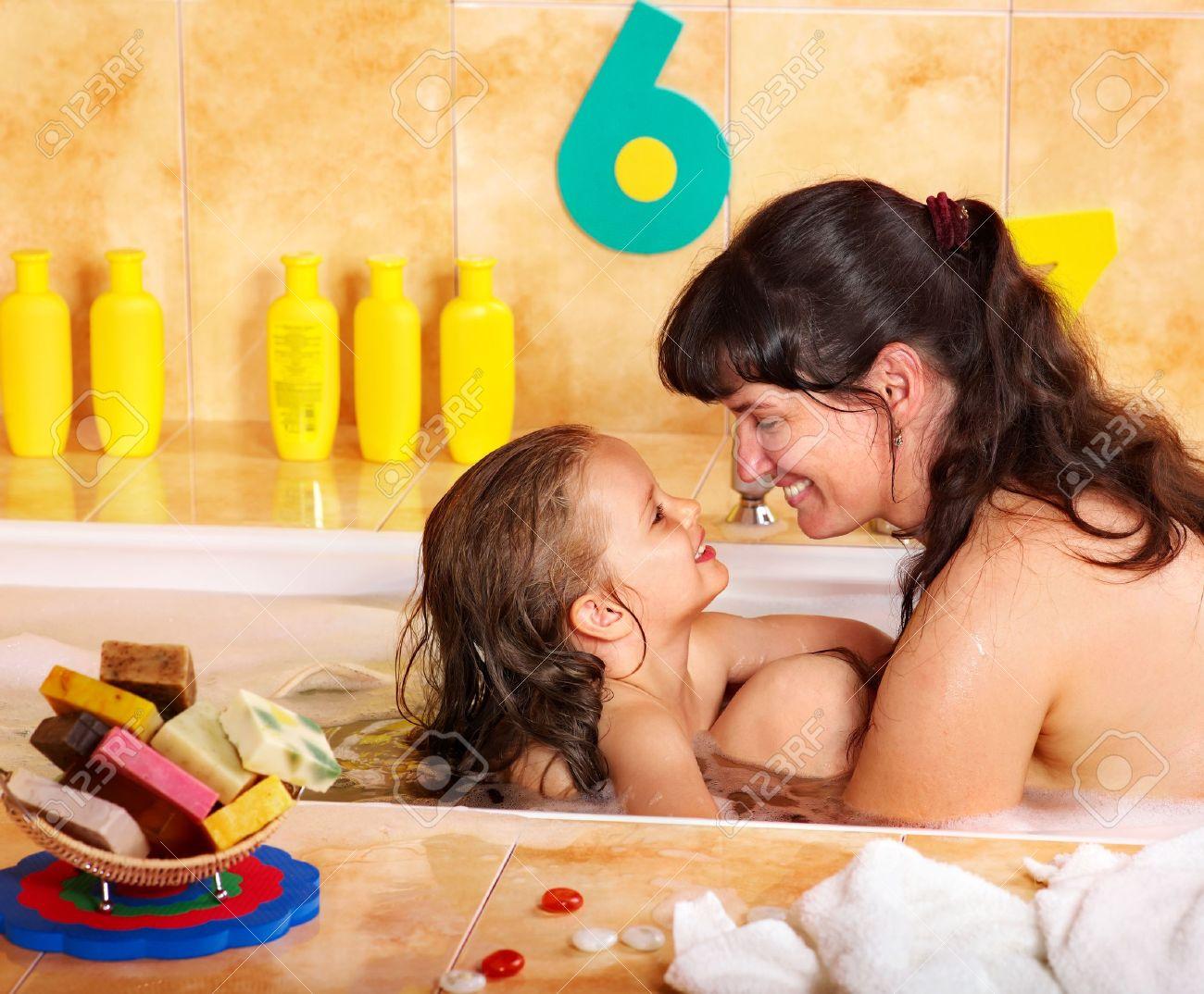 фото мамы в ванной